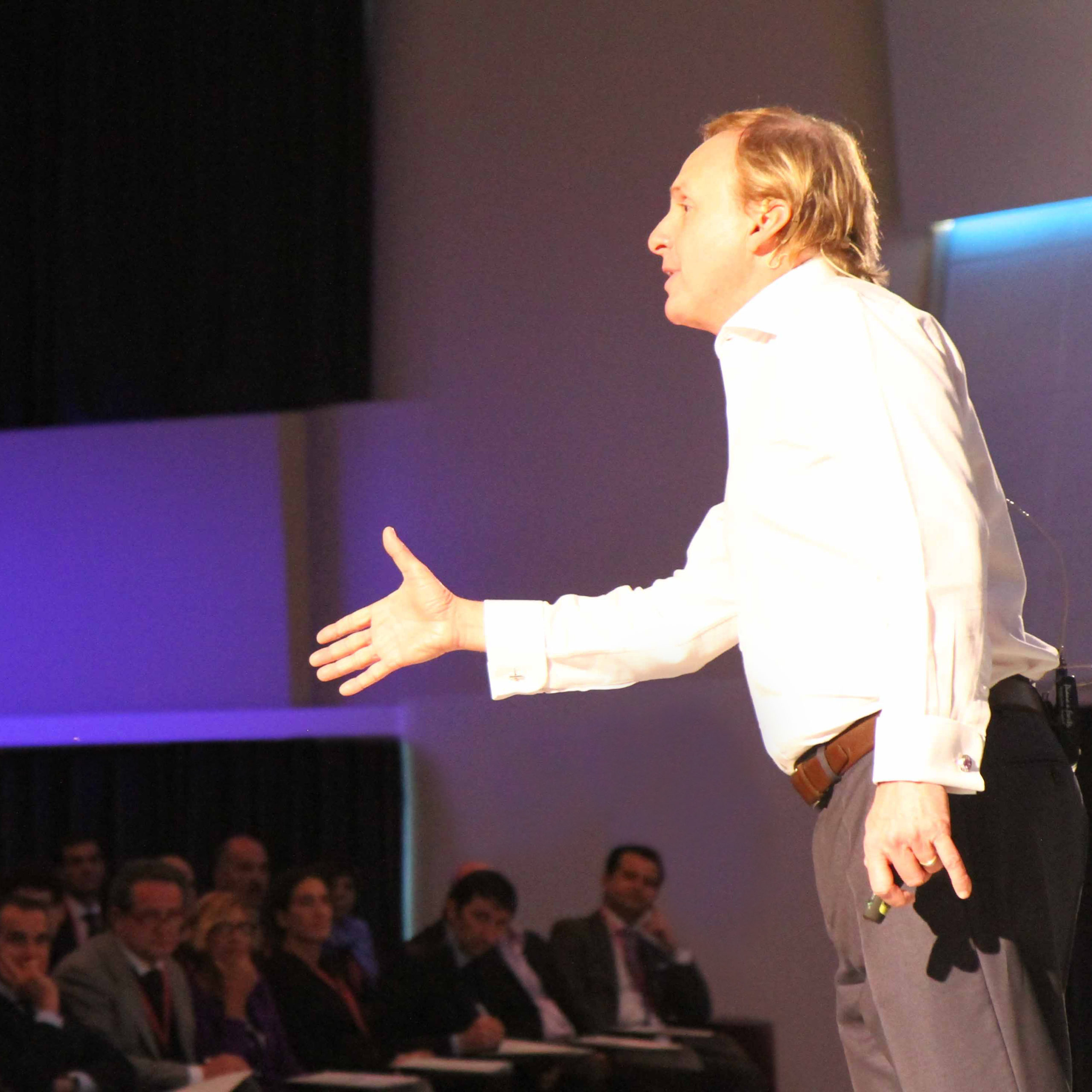 corporate training sq Paul Boross on stage withwith audienceSeminario Intensivo 2012 Paul Boross 1 scaled